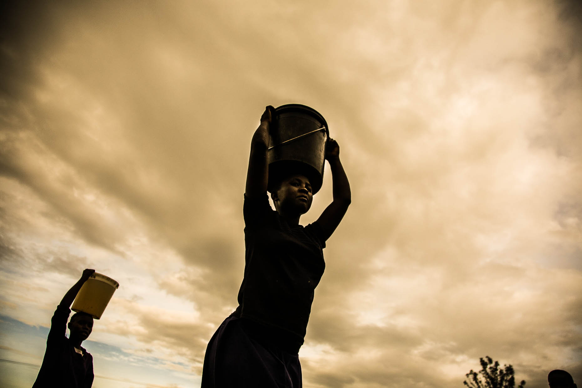 Women-carrying-water_Kenya