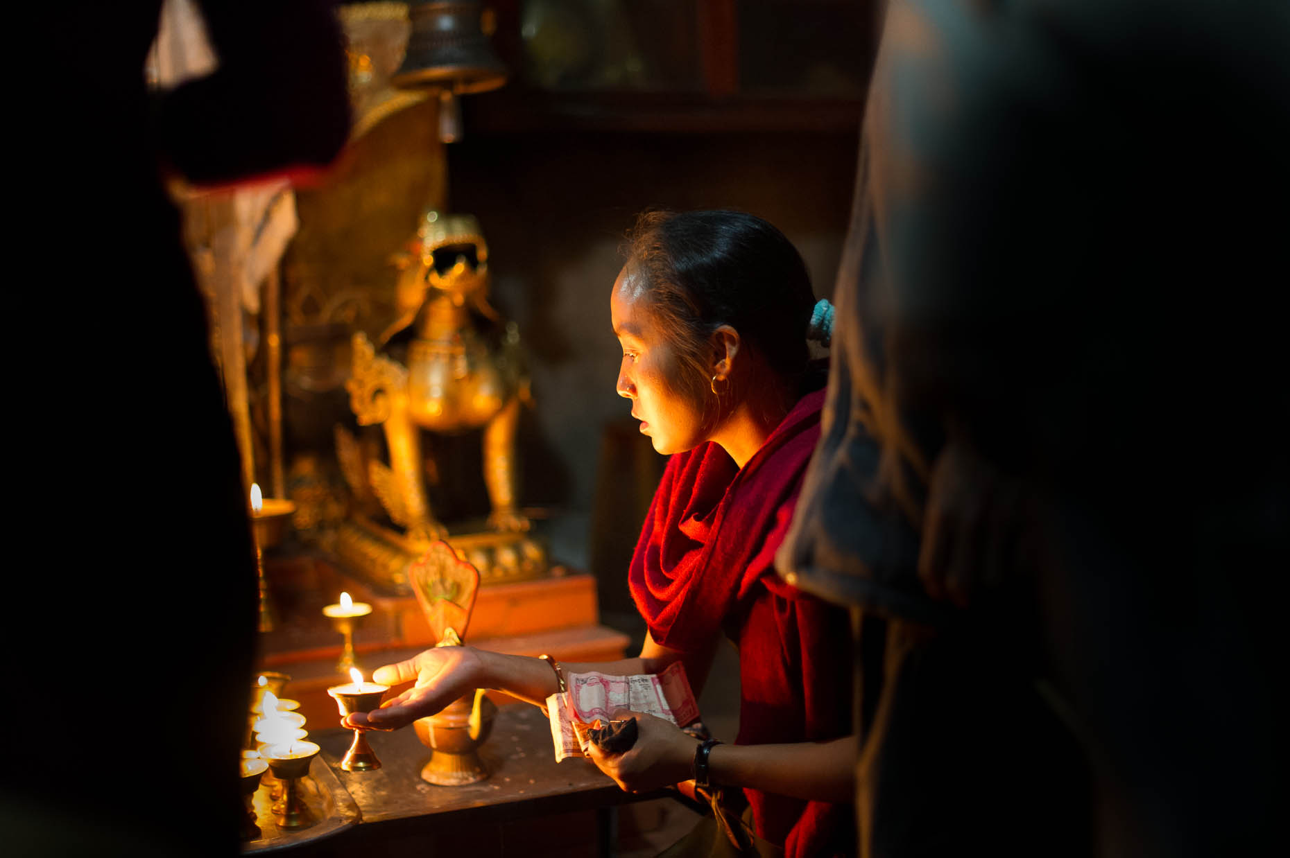 Woman-making-offering-Nepal